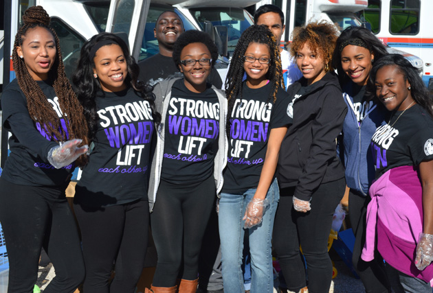 Student group from UTA helps out at Mission Arlington.